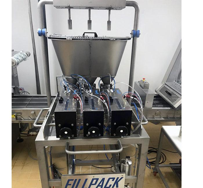Fillpack - Doseuse pneumatique à pistons 3 têtes sur ligne d'operculage